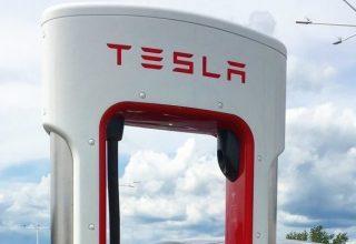 Tesla сокращает 9% сотрудников