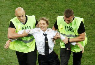 Четыре участника Pussy Riot получили 15 суток ареста за акцию во время финала чемпионата мира по футболу