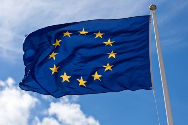 Почти половина украинцев положительно относится к ЕС