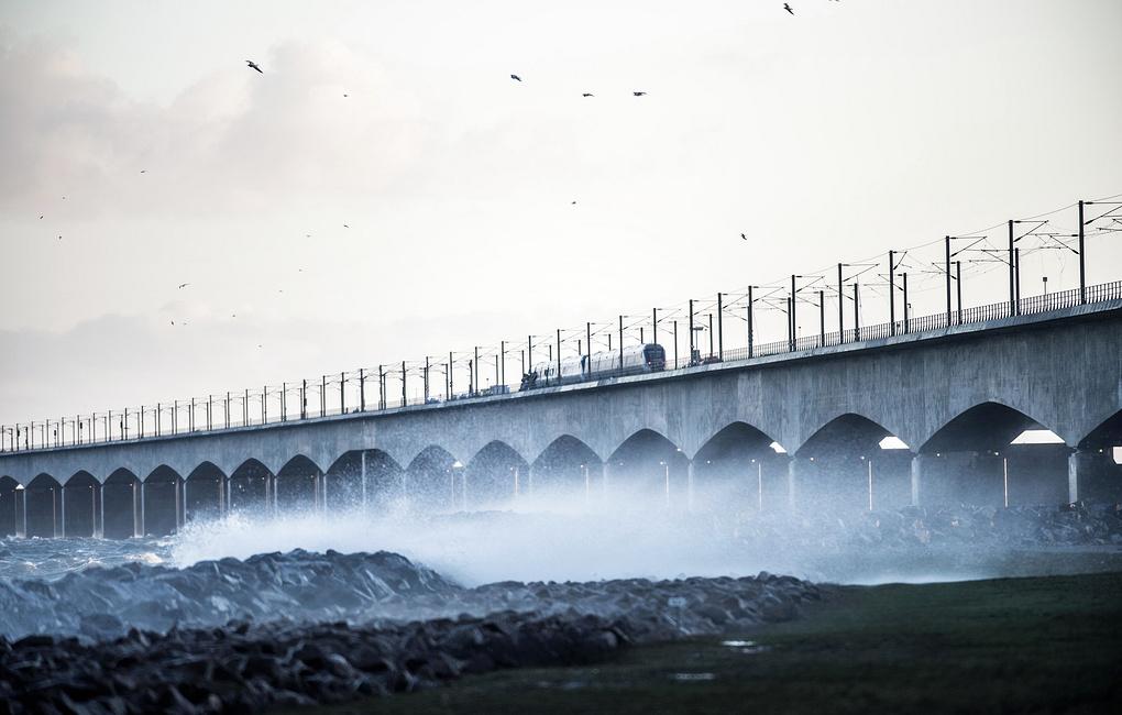 Число жертв аварии на железнодорожном мосту в Дании увеличилось до восьми