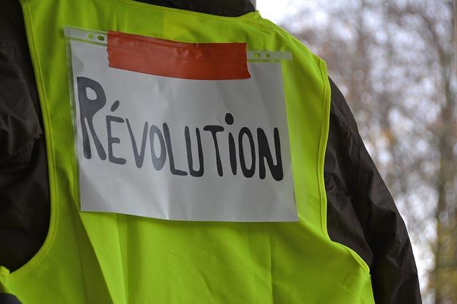 Пара десятков «желтых жилетов» заблокировали нефтяной терминал на северо-западе Франции