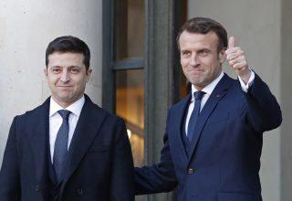 Зеленский и Макрон договорились о трехстороннем звонке в формате Украина-Франция-Германия по обсуждению ситуации на Донбассе, а также о приезде Макрона в Киев
