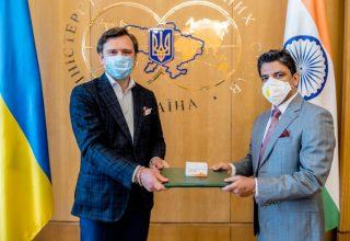 Индия передала Украине 30 000 таблеток противовирусного препарата