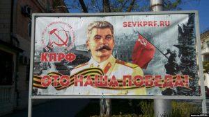 Украинские дипломаты возмущены появлением портретов Сталина в Севастополе