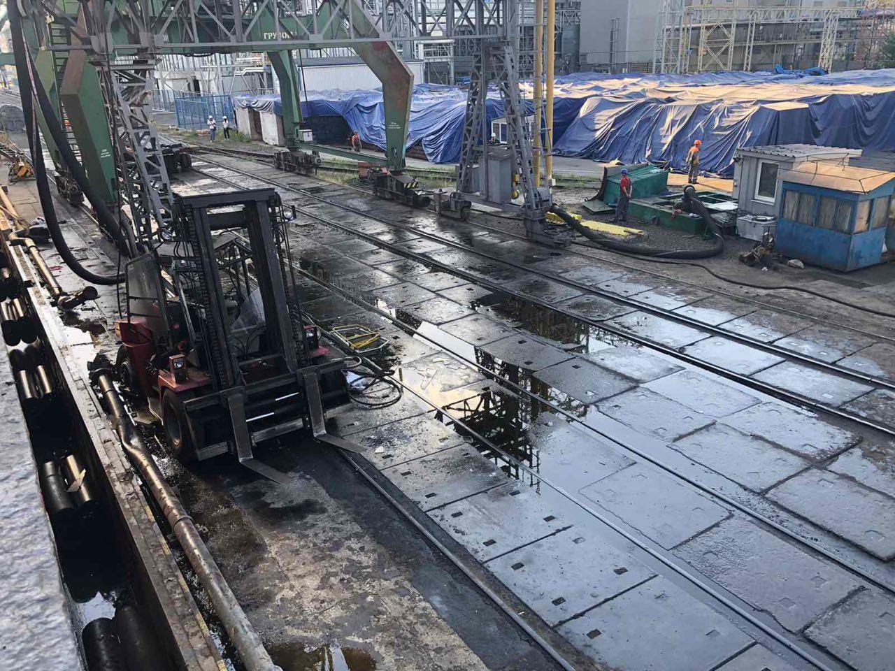 В результате разлива подсолнечного масла в Николаевском порту загрязнён Днепровско-Бугский лиман