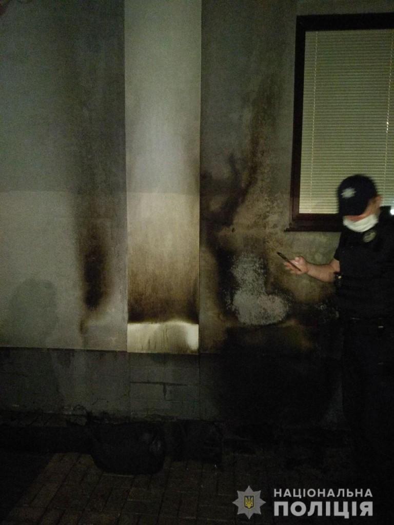 В Харькове неизвестные бросили «коктейль Молотова» в жилой дом