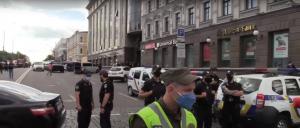 В киевском бизнес-центре неизвестный с бомбой захватил отделение банка вместе с заложниками