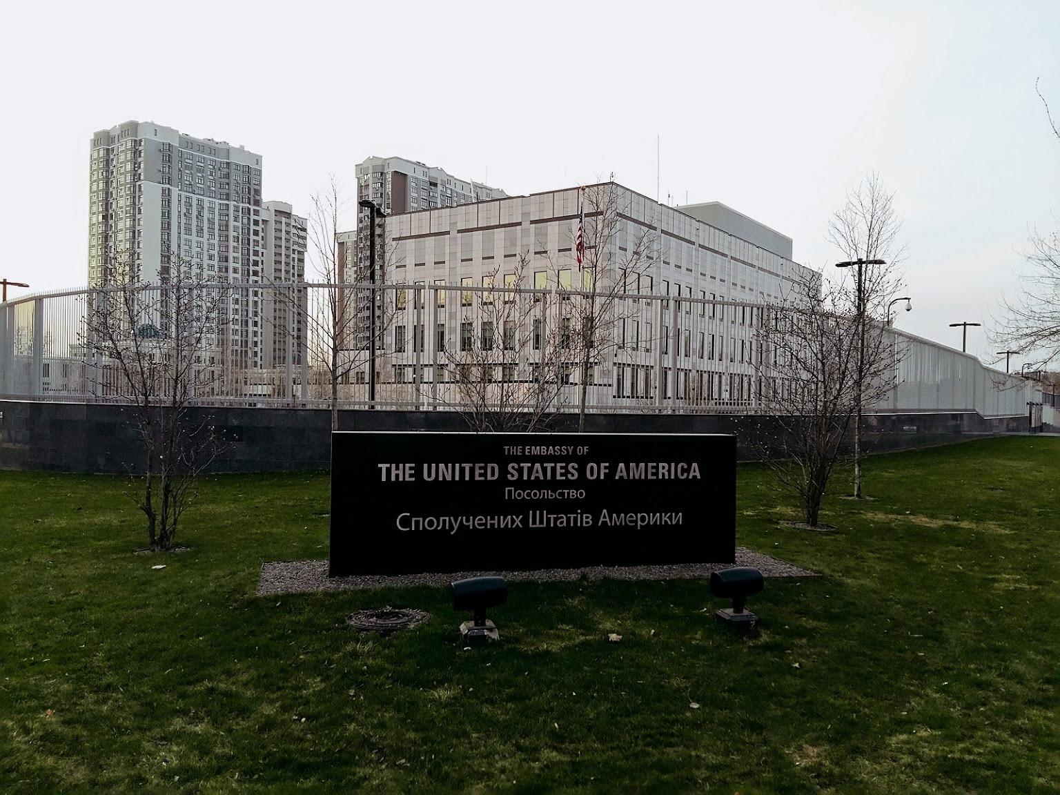 В Киеве было совершено нападение на сотрудницу посольства США: женщина скончалась в больнице