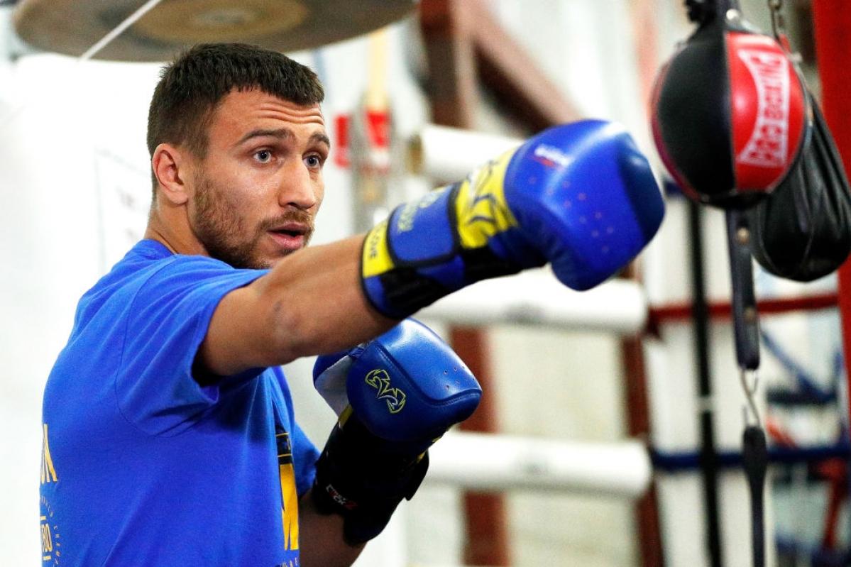 Ломаченко боксировал, несмотря на травму плеча и нестерпимую боль