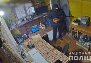 В Донецкой области неизвестный совершил разбойное нападение на пункт приема металлолома