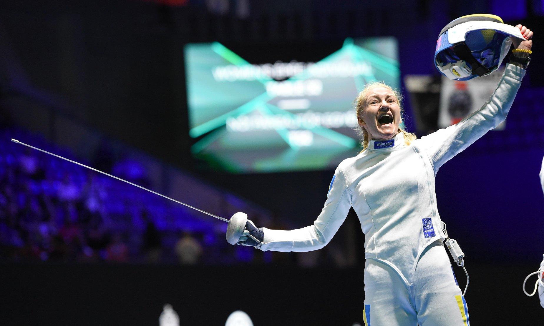 Украинская спортсменка Елена Кривицкая выиграла золото по фехтованию на олимпийских играх в Мадриде