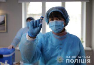 Начался процесс вакцинации сотрудников МВД вакциной «CoronaVac»