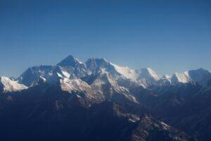 Китай отменяет весеннее восхождение на Эверест
