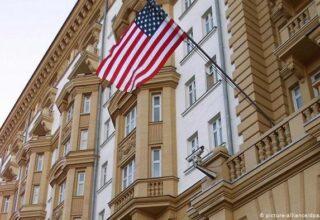 Посольство США на территории РФ сокращает консульские услуги