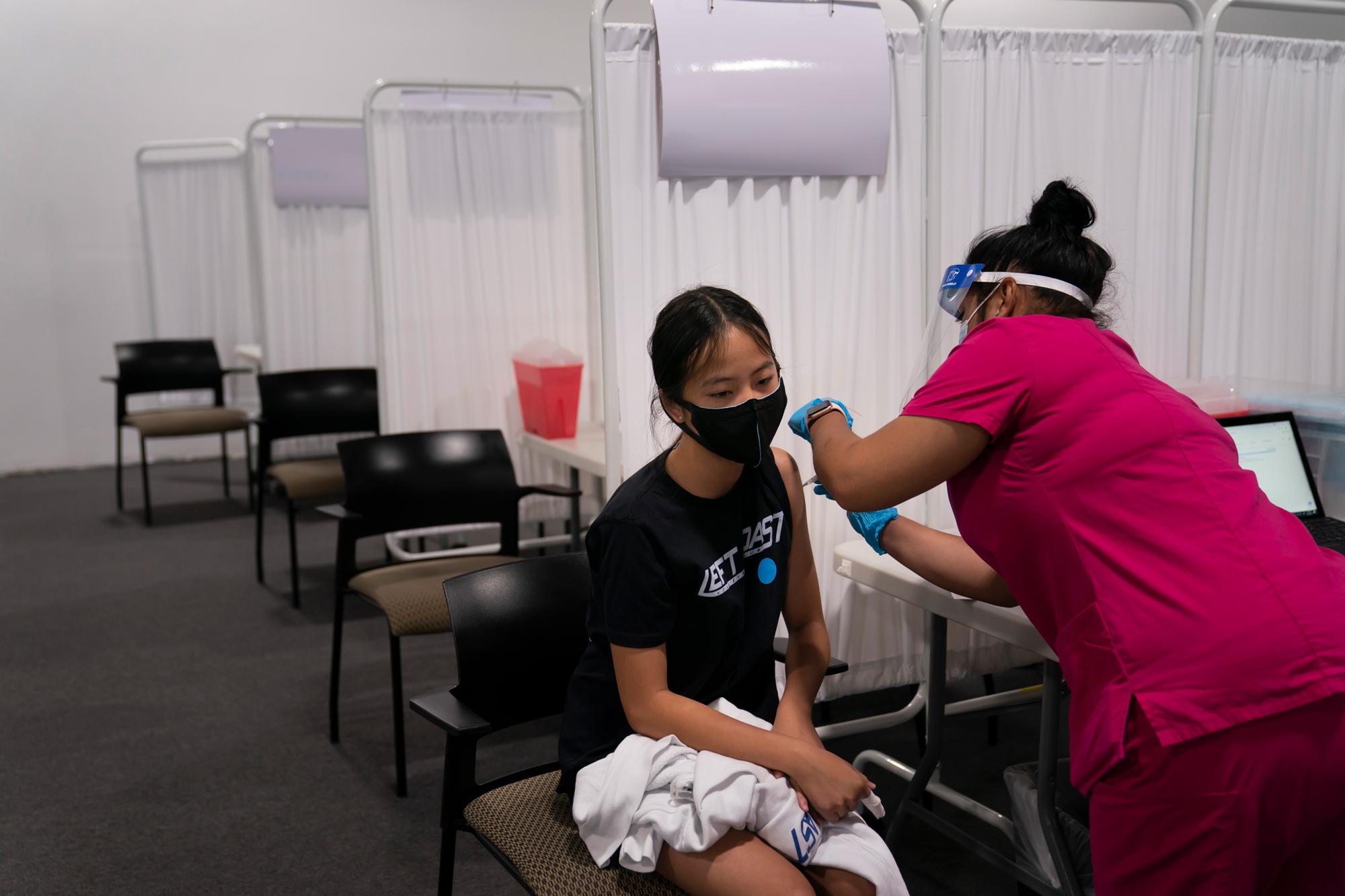 Около 2,4 миллиона детей в США получили дозу вакцины против COVID-19