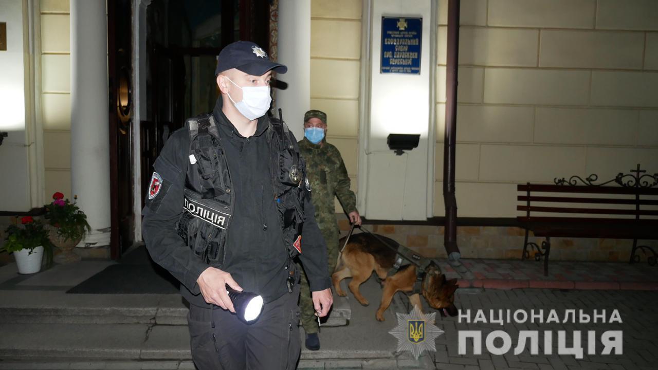 В ночь на Пасху полицейские обеспечили безопасность граждан во время Пасхальных богослужений