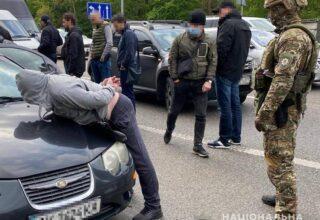 Полицейские разоблачили деятельность банды разбойников и произвели задержание на трассе сообщением Киев-Житомир