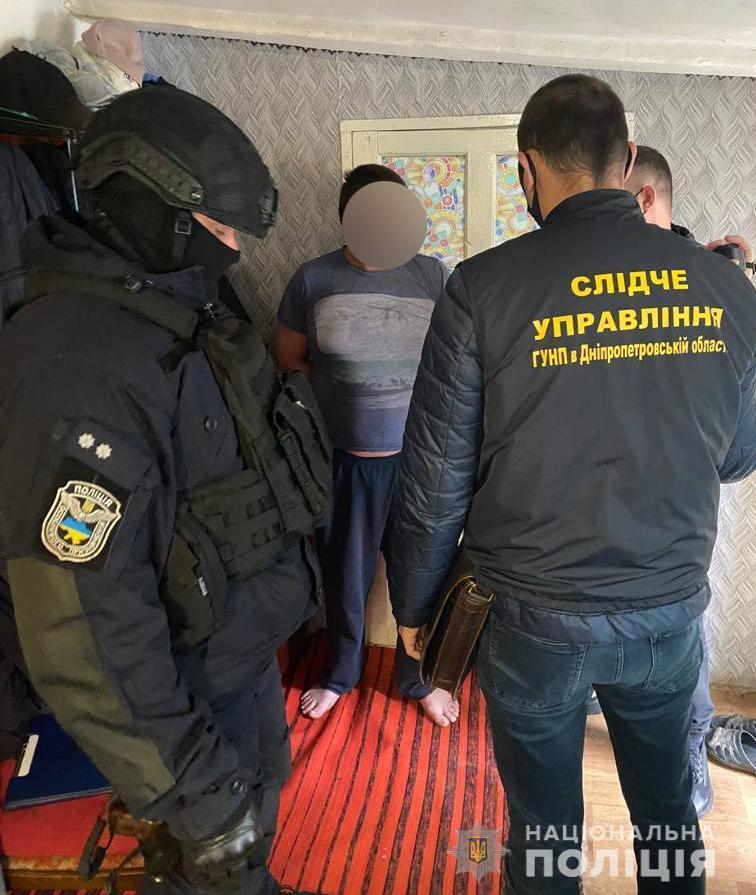Полицейские пресекли деятельность преступной группы связанную со сбытом огнестрельного оружия и взрывчатки