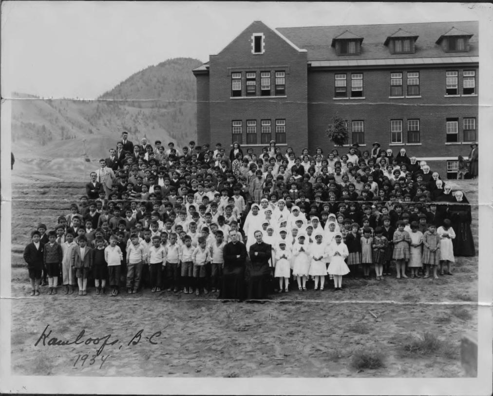 На территории школы-интерната для коренных народов в Канаде нашли останки 215 детей