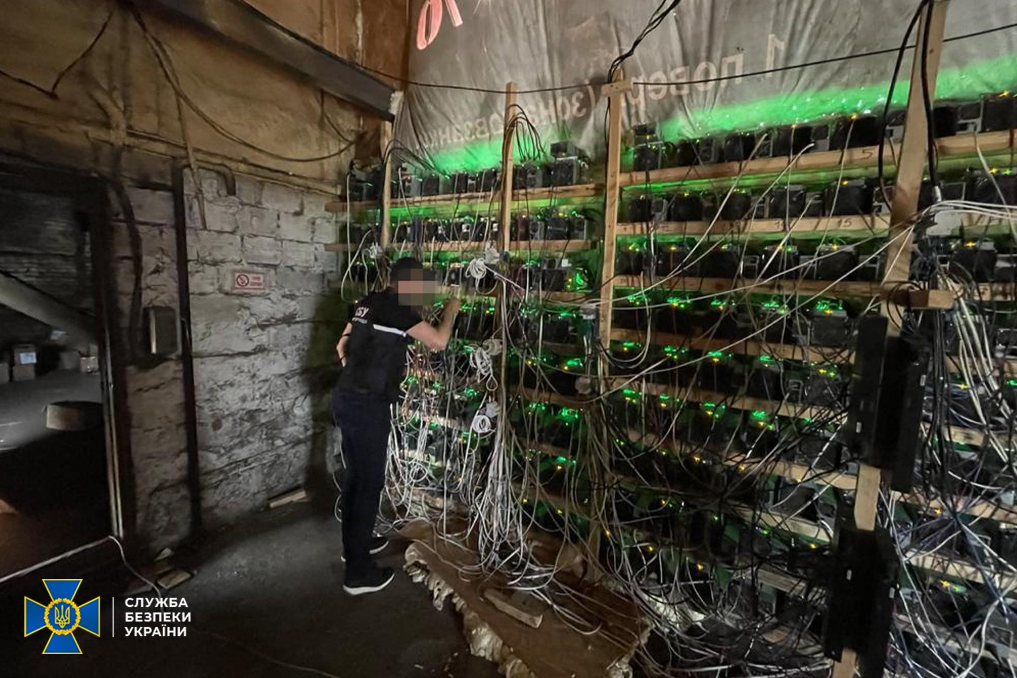 СБУ пресекла деятельность подпольной майнинг фермы