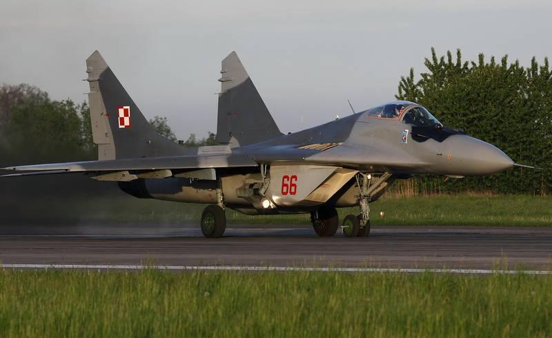 Истребитель  ВВС Польши ошибочно совершил обстрел другого самолёта