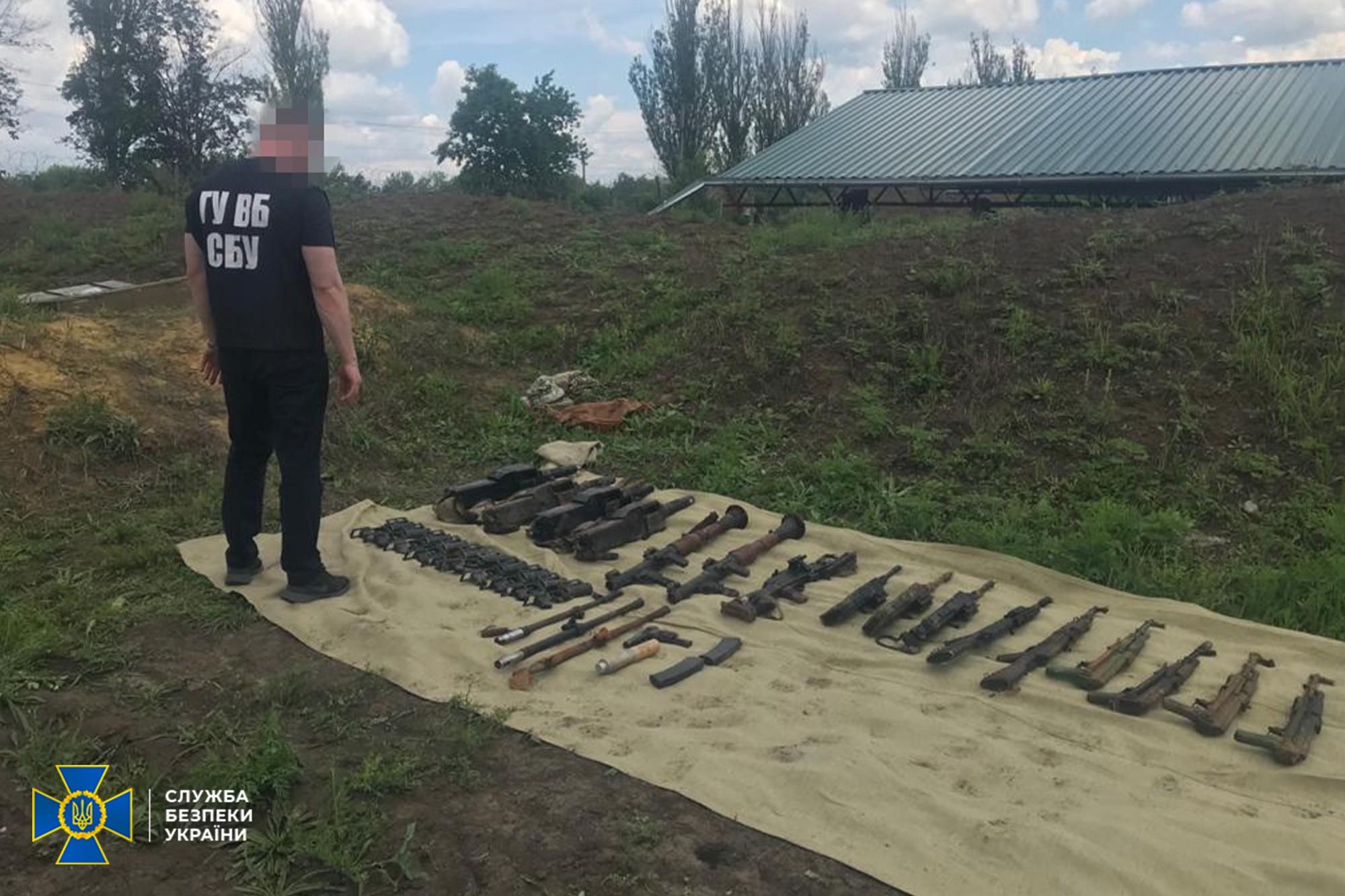 СБУ разоблачила военнослужащих ВСУ на попытке сбыта похищенного оружия из их воинской части