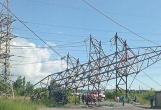 В Киеве в результате ДТП упала линия электропередач