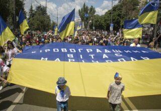 Мариуполь празднует день освобождения от оккупации террористических формирований