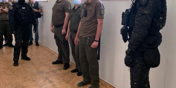 Сотрудники, которые занимались сбытом наркотиков в Киевском СИЗО разоблачены и задержаны: видео