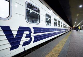 Утром в поезде сообщением Рахов-Киев умер пассажир, который до этого ночью упал с верхней полки