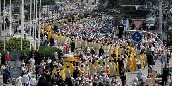 Сегодня в Киеве состоялся крестный ход по случаю 1033-летия крещения Киевской Руси