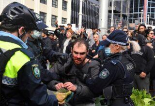 В Сиднее полиция заблокировала тысячи участников акции протеста против изоляции, несколько участников были арестованы