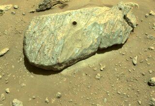 Марсоход американского космического агентства Perseverance получил образец горной породы на Марсе