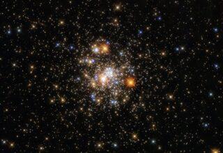 Hubble показал шарообразное скопление звезд в созвездии Стрелец