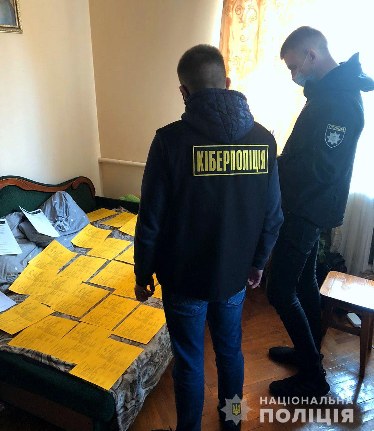 В Львовской области киберполиция разоблачила мужчину в изготовлении и продаже поддельных COVID сертификатов и ПЦР-тестов