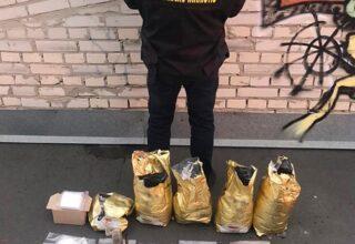 В столице полицейские задержали наркодилера и изъяли наркотовара почти 3 млн грн